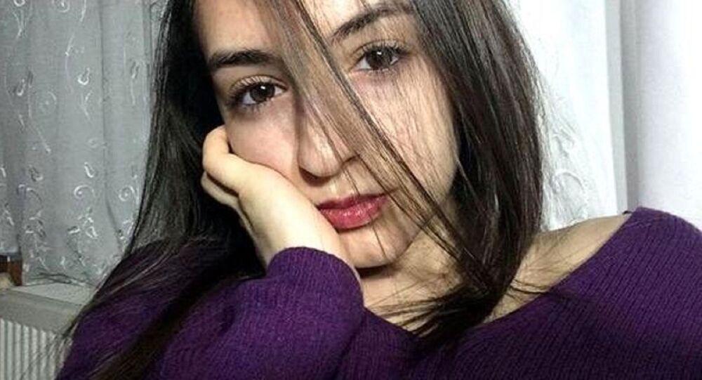 Isparta'da okuyan üniversite öğrencisi Güleda Cankel, eski sevgilisi tarafından bıçaklanarak öldürüldü. Katilin, Güleda Cankel'i öldürdükten sonra Instagram hesabından, Canınızın istediği zaman ölmeyeceksiniz. Bitti 13:47 paylaşımında bulunduğu ortaya çıktı.