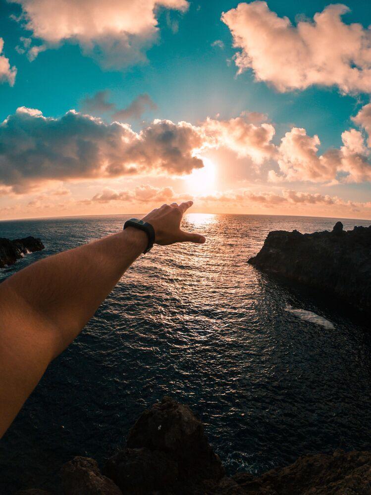 İspanya'ya bağlı olan Kanarya Adaları, yılın herhangi bir zamanında yolcuların tatil yapabileceği tatil beldesidir. Kışın bile çoğu sahil beldesindeki su sıcaklığı yüzmek için rahat.