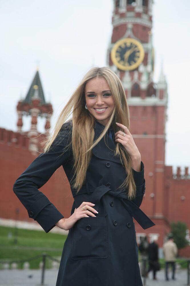 2007 yılında Rusya Güzeli olarak seçilen ve Dünya Güzeli 2008 unvanını kazanan Kseniya Suhinova, Rusya'nın önemli kurumlarından olan Toplum Odası'nın  üyesi olarak çevre sorunlarıyla ilgileniyor.
