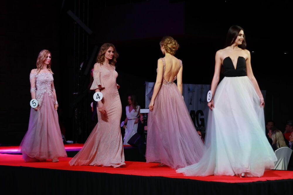 Rusya Top-Model unvanı için yaşları 16 ilâ 35 arasında değişen güzeller kapıştı.