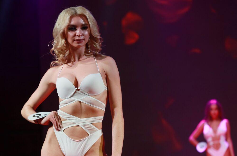 Rusya Top-Model, 90-60-90 vücut ölçülerine sahip uzun boylu modeller için düzenlendi.