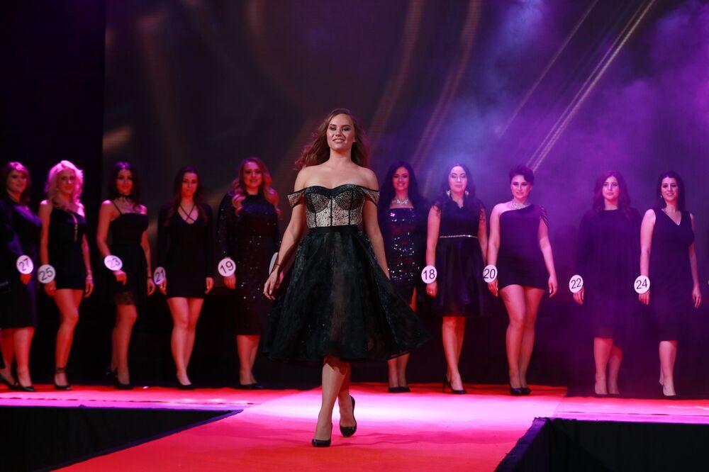 Yarışmalar, kadınlığın bütün ihtişamını sergilemek ve Rus güzellik standardını belirlemek amacıyla birleştirildi.