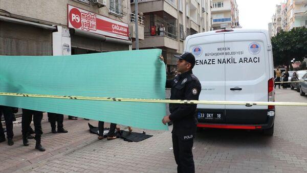 Mersin'de, çöp konteynerinde bebek cesedi bulundu - Sputnik Türkiye