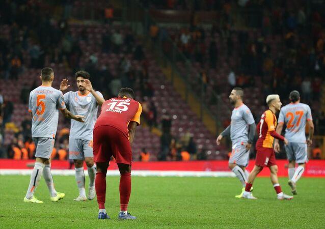 Galatasaray, Süper Lig'in 12. haftası açılış maçında ile Medipol Başakşehir ile Türk Telekom Stadı'nda karşılaştı. Galatasaraylı futbolcular aldıkları mağlubiyet sonrası üzüntü yaşadı.
