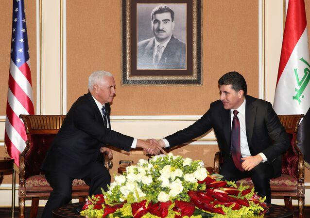 ABD Başkan Yardımcısı Mike Pence, sürpriz bir şekilde geldiği Irak'ta ABD'li askerleri ziyaret ettikten sonra Irak Kürt Bölgesel Yönetimi (IKBY) Başkanı Neçirvan Barzani ve Başbakan Mesrur Barzani ile görüştü.