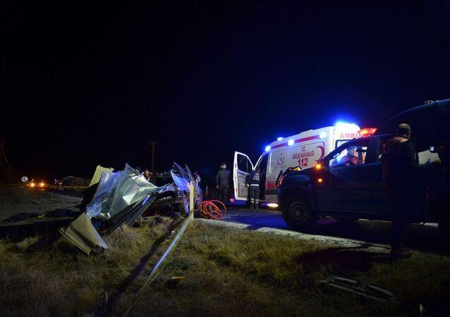 Çorum'da minibüs ile otomobil çarpıştı: 4 ölü, 4 yaralı