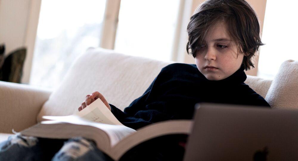 Eindhoven Teknik Üniversitesi Elektrik Mühendisliği Bölümü'nde okuyan 9 yaşındaki Laurent Simons, dünyanın en genç üniversite mezunu unvanını almaya hazırlanıyor.