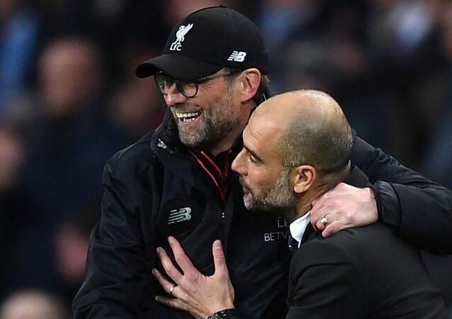 Manchester City - Liverpool maçı sonrası Pep Guardiola ile Jürgen Klopp (solda)
