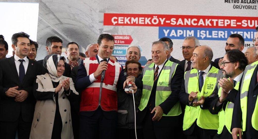 Sancaktepe'de düzenlenen törenle TBM (Tunnel Boring Machine) makinası, İstanbul Büyükşehir Belediye (İBB) Başkanı Ekrem İmamoğlu'nun katılımıyla, Sancaktepe İstasyonu şantiye alanına indirildi.