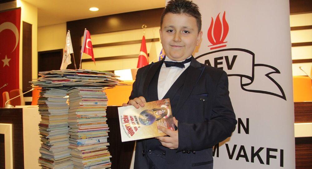 4 ayda 1053 kitap okuyan 8 yaşındaki Mahir Atabey Türk, Guinness Rekorlar Kitabı'nda