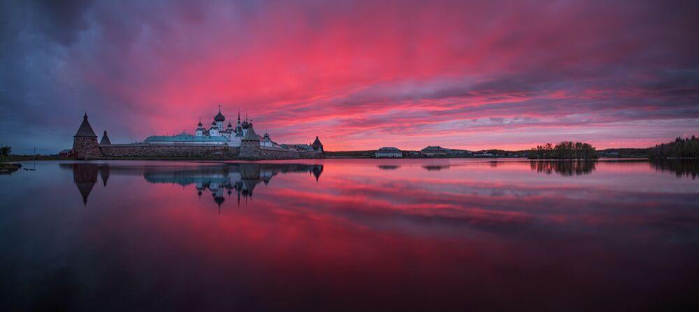 Rus fotoğrafçı Petr Ushanov'un Solovetsky Manastırı'nın görüntüsü, Amatör-Bina_Çevre kategorisinde en iyi ilk 50 çalışma arasında yer aldı.