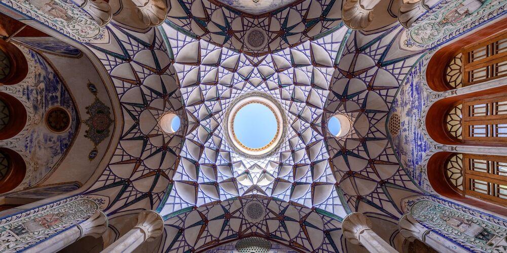 Epson Uluslararası Panoramik Fotoğraf Yarışması'nın Açık-Bina_Çevre kategorisinde en iyi ilk 50 çalışma arasında yer alan Hollandalı Marsel Van Oosten'in Sacred Iran 1 isimli fotoğrafı.