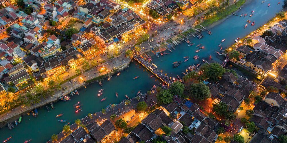 Açık-Bina_Çevre kategorisinde en iyi ilk 50 çalışma arasında yer alan Vietnamlı fotoğrafçı Tran Minh Dung'un Hoi An Ancient Town isimli çalışması.