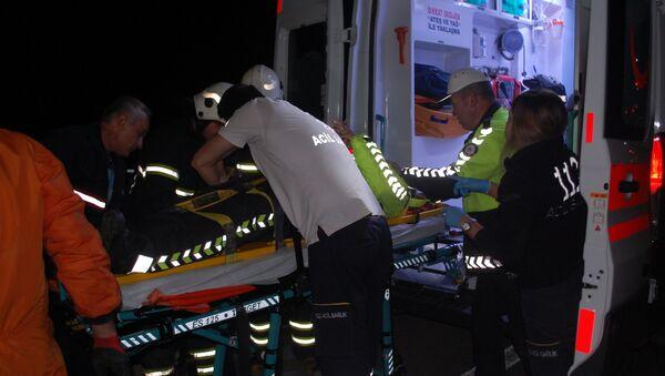Kazaya müdahale eden polise otomobil çarptı - Sputnik Türkiye