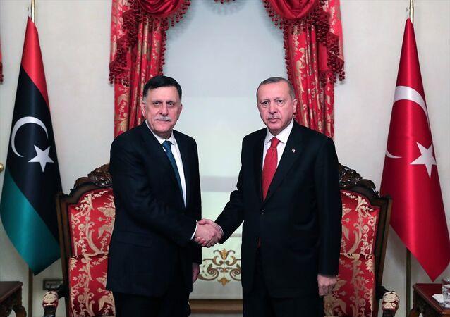 Türkiye Cumhurbaşkanı Recep Tayyip Erdoğan, Dolmabahçe Ofisi'nde Libya Ulusal Mutabakat Hükümeti Başkanlık Konseyi Başkanı Fayez Al Sarraj ile görüştü.