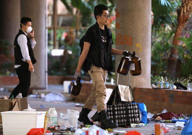 Hong Kong'da üniversite işgali sonlandı: Polis kuvvetleri temizlik için kampüse girdi