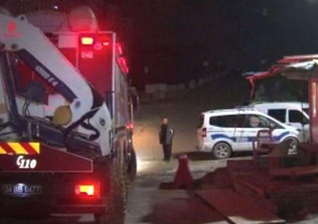 Başakşehir metro şantiyesinde meydana gelen toprak kaymasında, 1 işçi hayatını kaybetti.