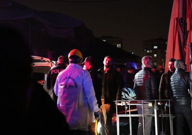 Diyarbakır'da haldeki bir iş yerinde meyveleri olgunlaştırmak için kullanılan karpitin patlaması sonucu 1 kişi öldü, 3 kişi yaralandı