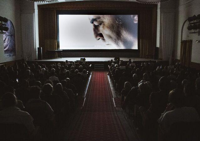 Rusya'nın başkenti Moskova'da Yılmaz Erdoğan'ın yönettiği Kelebeğin Rüyası filmi sinemaseverlerle buluştu. Türkiye'nin Moskova Büyükelçisi Mehmet Samsar, programda konuşma yaptı.