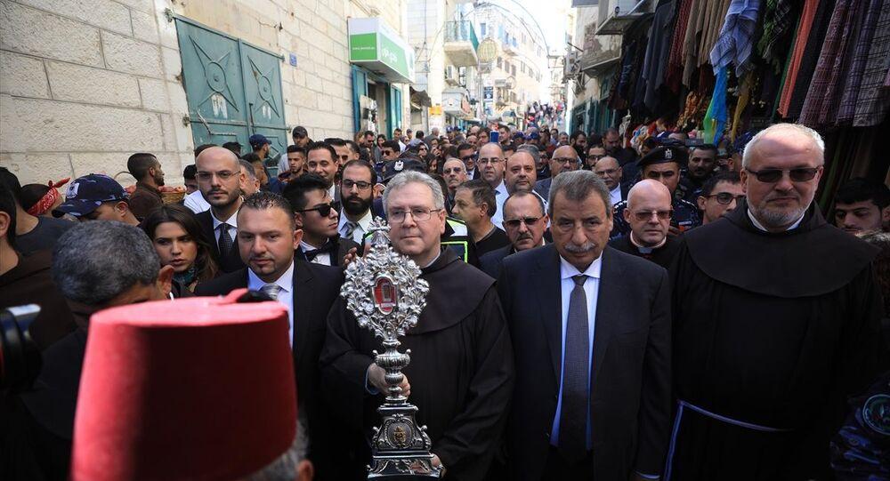 Filistin'deki Hristiyanlar, Hazreti İsa'nın beşiğinin kalıntılarından bir parçanın Roma'dan Filistin'e iade edilmesi münasebetiyle Kudüs yakınlarındaki Beytüllahim'de bulunan Doğuş (Mehd) Kilisesi'nde ayin düzenledi