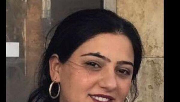 İzmir'in Konak ilçesinde, çok sayıda hırsızlık suçundan kaydı olan e hakkında 40 yıl hapis cezası bulunan 31 yaşındaki Seda Babaçörs - Sputnik Türkiye