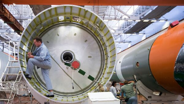 Rusya Federal Uzay Ajansı Roscosmos, Soyuz-2 roketlerinin montajının son aşamasında çekilen fotoğrafları yayınladı. - Sputnik Türkiye