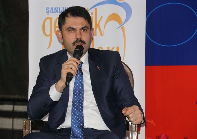 Çevre ve Şehircilik Bakanı Murat Kurum, Şanlıurfa'daki temasları kapsamında, partisinin Şanlıurfa Gençlik Kolları tarafından Eyyübiye Belediyesi Kitap Otağı'nda düzenlenen gençlik buluşması etkinliğine katıldı.