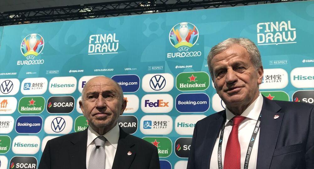 Türkiye Futbol Federasyonu (TFF) Başkanı Nihat Özdemir (solda), UEFA Yönetim Kurulu Üyesi ve TFF 1. Başkan Vekili Servet Yardımcı (sağda), Romanya'nın başkenti Bükreş'te gerçekleştirilen 2020 Avrupa Futbol Şampiyonası'nda (EURO 2020) kura çekiminin ardından basın mensuplarına açıklamalarda bulundu.