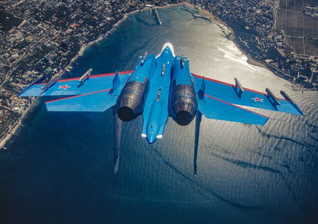 Dünyaca ünlü  Rus Şövalyeleri hava akrobasi ekibinin kullandığı Su-27 çok amaçlı hipersonik ağır avcı uçağı.