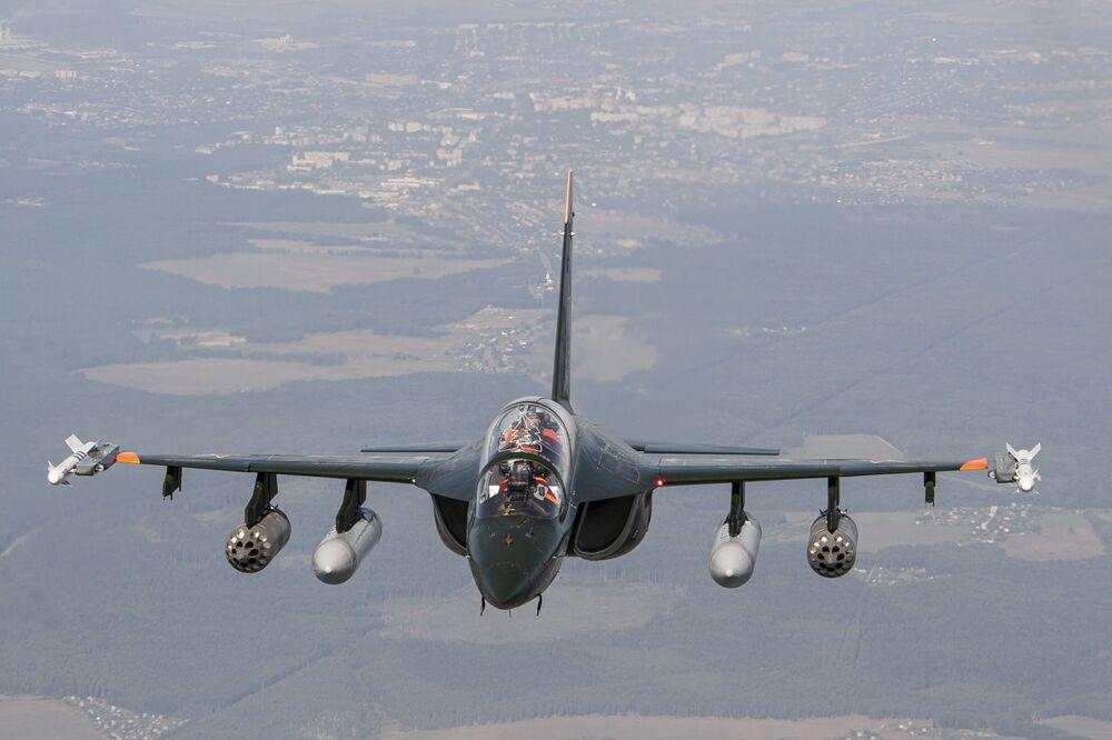 Rus eğitim-hafif taarruz uçağı Yak-130.