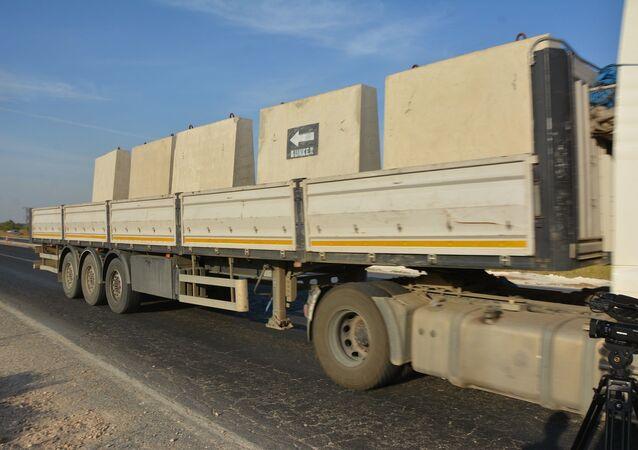 Türk askeri, Tel Abyad ve Rasul Ayn bölgesinde beton bloklarla kontrol noktaları kurarak bombalı araçların geçişini engelleyecek