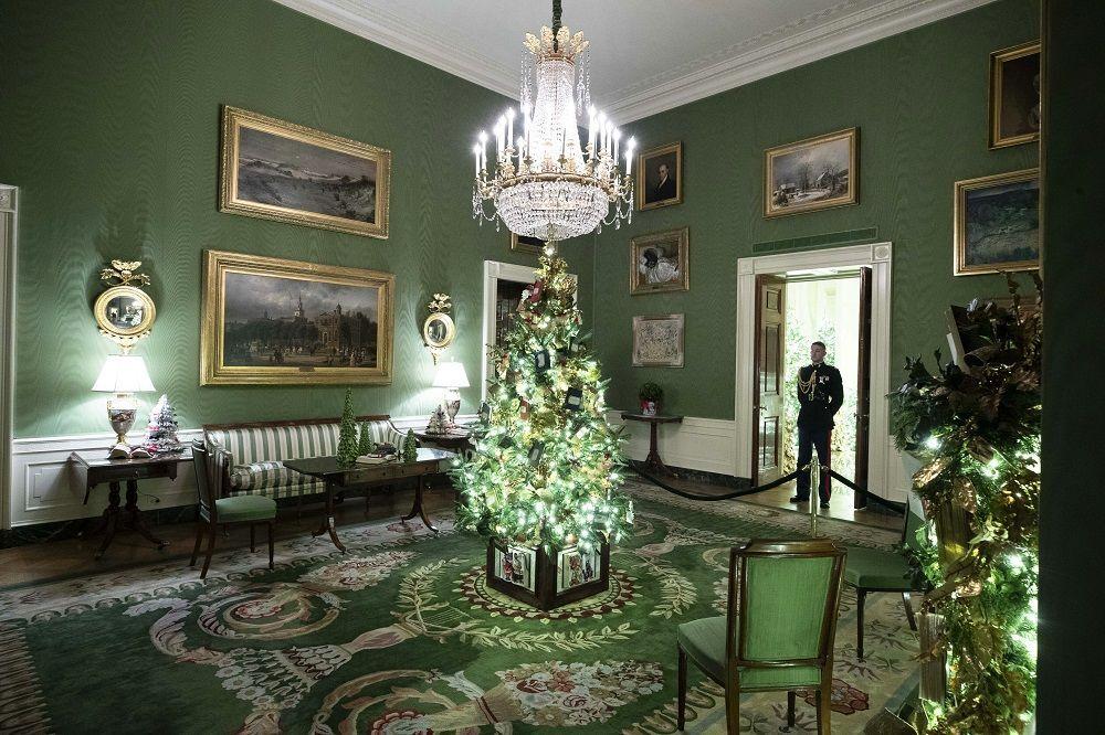 Beyaz Saray'ın Noel süslemeleri için aylarca çalışan Melania Trump, dekorasyonu temmuz ayında planlamaya başladı.
