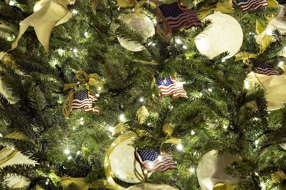 Beyaz Saray'ın Noel görüntüsünü kişisel resmi hesabından paylaşan Melania Trump'ın videosu 2.8 milyon kez izlendi.