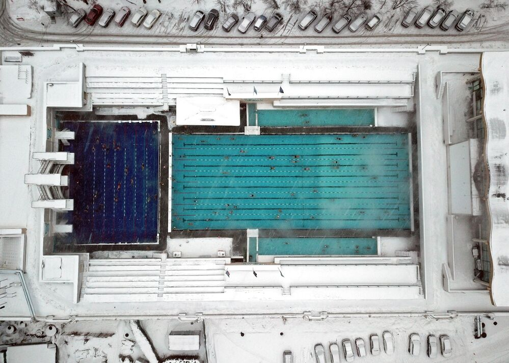 Başkent Moskova'da bulunan Çayka (Martı) isimli açık hava yüzme  havuzunun kuşbakışı manzarası.