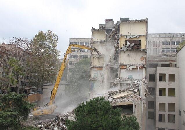 Çapa Diş Hekimliği Fakültesi'nde yıkım çalışmaları başladı