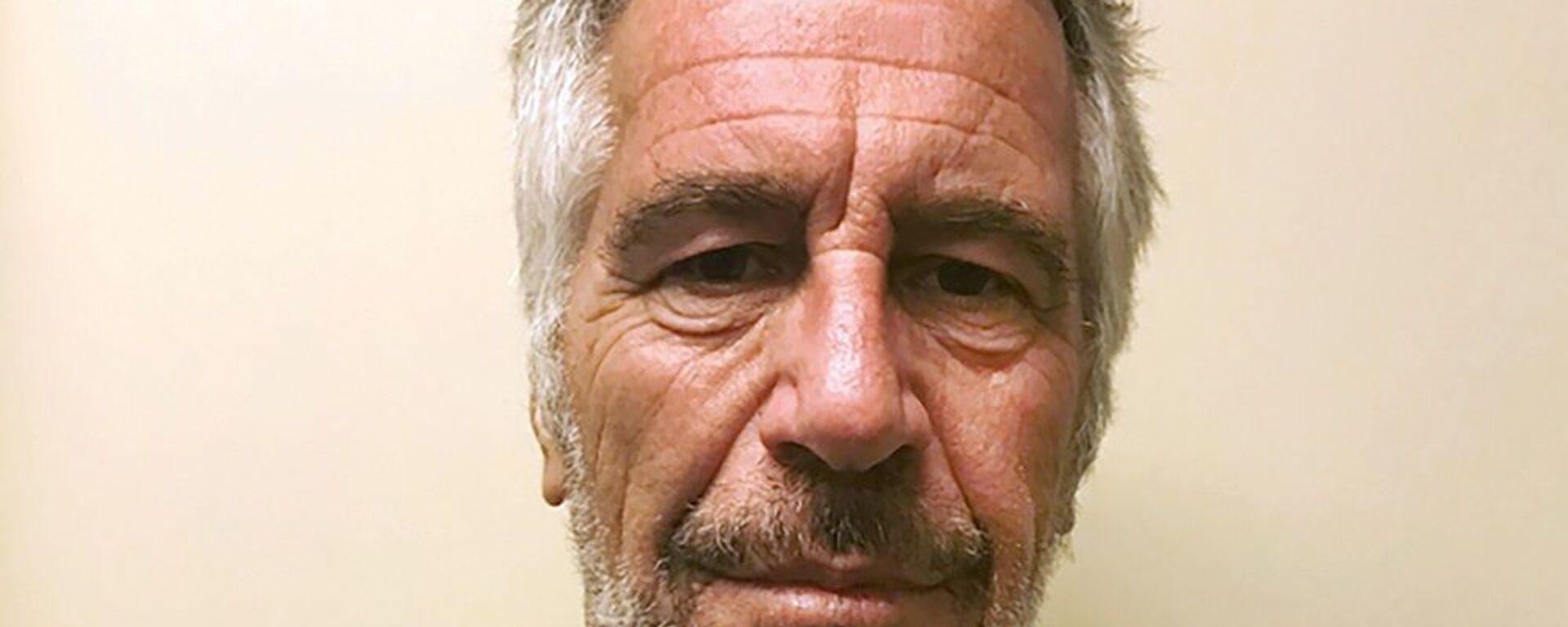 ABD'li milyarder Jeffrey Epstein reşit olmayan genç kızlara cinsel istismar suçlamasıyla yargılanmıştı. - Sputnik Türkiye, 1920, 31.03.2021