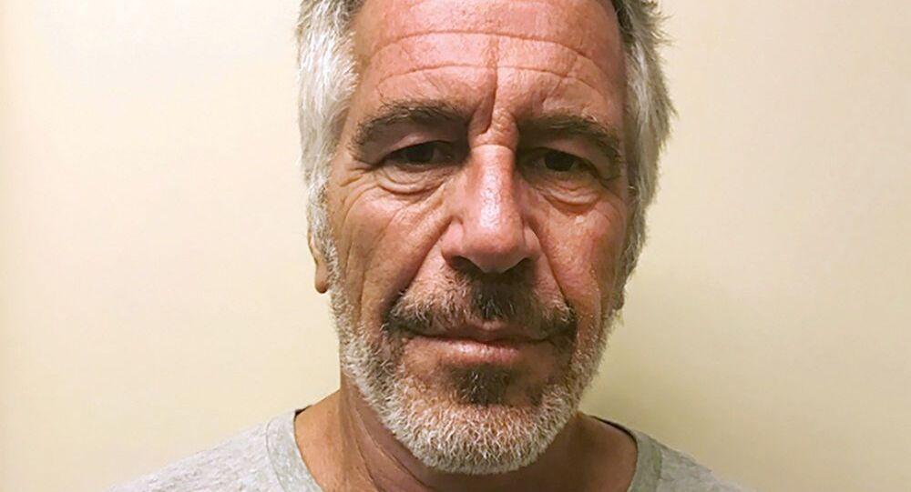 ABD'li milyarder Jeffrey Epstein reşit olmayan genç kızlara cinsel istismar suçlamasıyla yargılanmıştı.