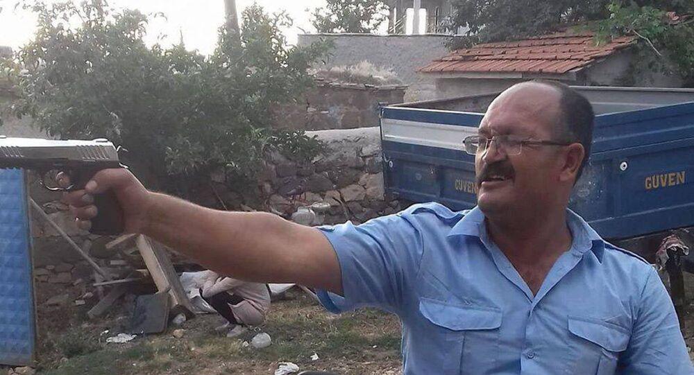 Eskişehir'de zeka geriliği olan 29 yaşındaki kız kardeşi B.B.'ye, vasiliğini aldıktan sonra götürdüğü evinde 2 kez cinsel saldırıda bulunduğu iddia edilen ağabey Ahmet B., 18 yıl hapis cezasına çarptırıldı. Mahkeme, ağabeyin cezasında indirim yapmadı.
