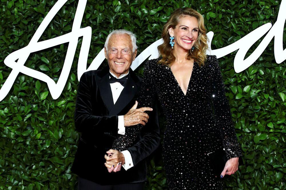 Yaşam Boyu Başarı Ödülü'ne layık görülen  ünlü modacı Giorgio Armani'ye ödülünü ünlü oyuncu Julia Roberts takdim etti.