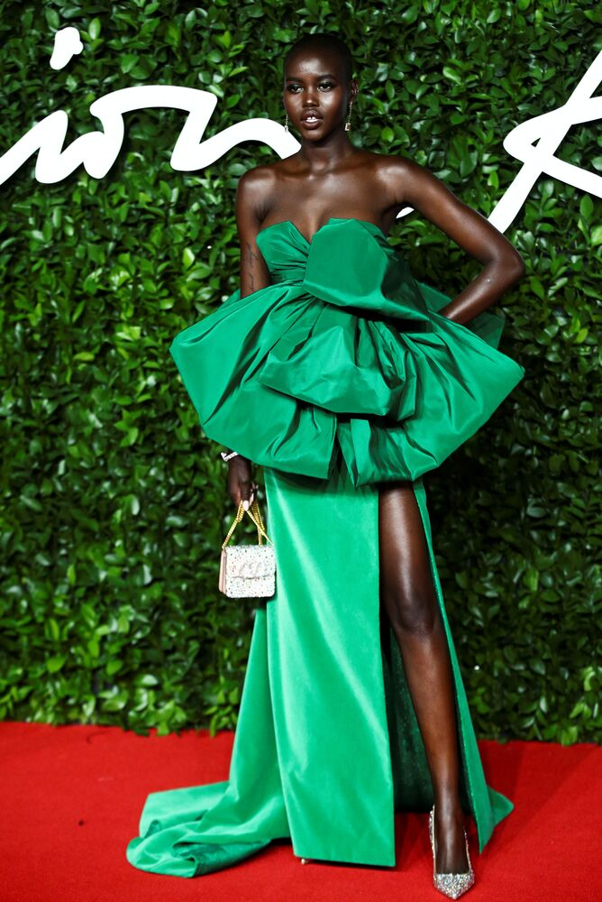 19 yaşındaki  Güney Sudanlı Adut Akech, Yılın Modeli Ödülü'nü kazandı.