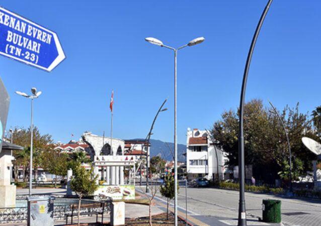Marmaris'teki Kenan Evren Bulvarı'nın adı 'Bülent Ecevit Bulvarı' olarak değiştirildi