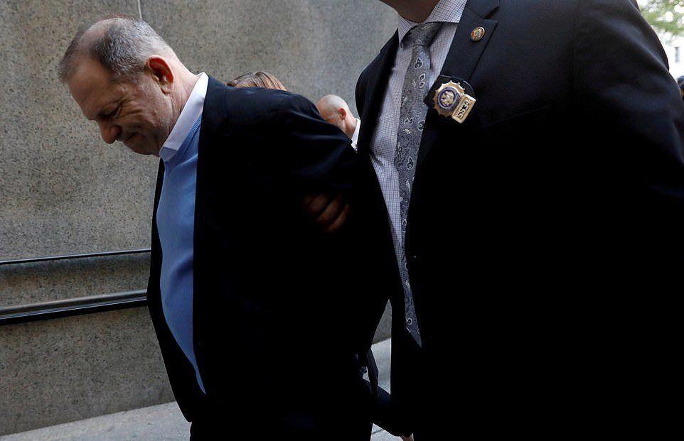Dünyaca ünlü pek çok sinema filmine imza atan yapımcı Harvey Weinstein, 25 Mayıs 2018 tarihinde New York Manhattan Ağır Ceza Mahkemesi'ne polis eşliğinde getirildi. 67 yaşındaki Weinstein tecavüz ve cezalandırıcı seks eyleminde bulunmakla yargılandı.  Harvey Weinstein'ın dosyası bulunduğu konumu kadınlar üzerinde kötüye kullanan güçlü erkek modeline karşı bir dönüm noktası oldu.   Times Up ve Me Too gibi eylemlerin de başlamasına neden oldu.