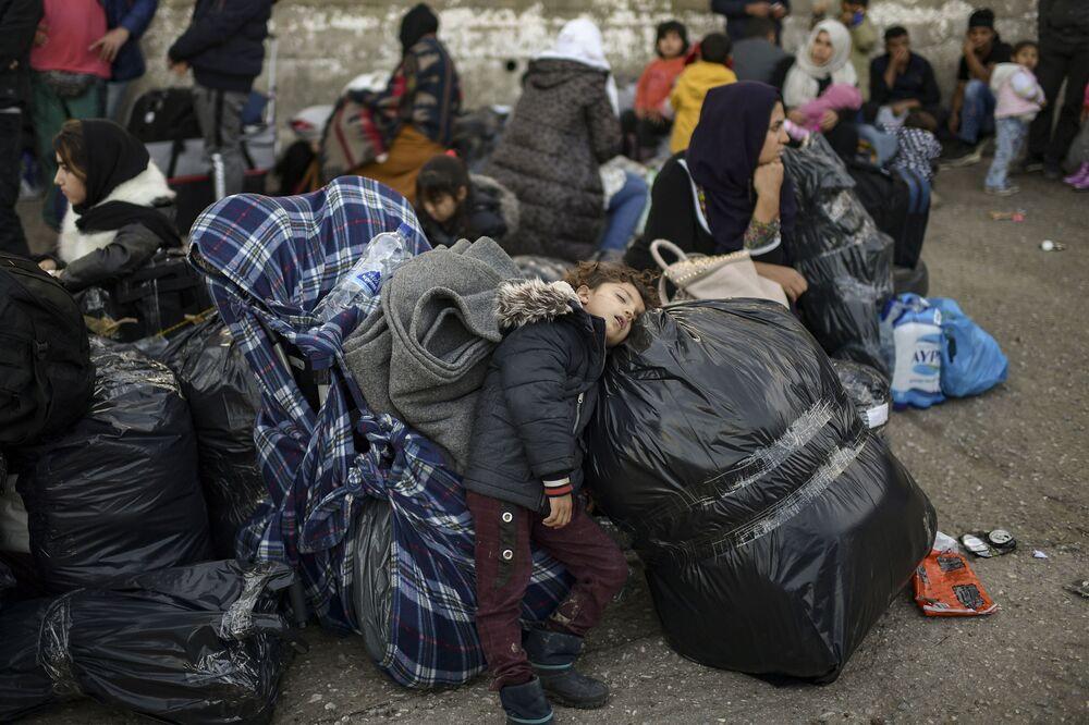 Yunan hükümeti, 20 bin kişiyi yıl sonuna kadar anakaraya taşımayı ve yeni 'Kapalı kamplar'ı da Temmuz 2020'ye kadar hazır hale getirmeyi planlıyor.