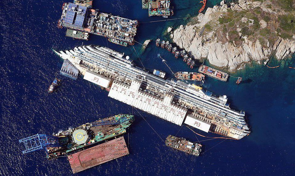 Costa Concordia kruz gemisi İtalya'nın Giglio Adası'da 26 Ağustos 2013 tarihinde devrildi.  144, 500 ton ağırlığındaki devasa yapının devrilmesiyle 32 kişi hayatını kaybetti.  Olay İtalya tarihine İkinci Dünya Savaşı'ndan sonra en kötü felaket olarak geçti.