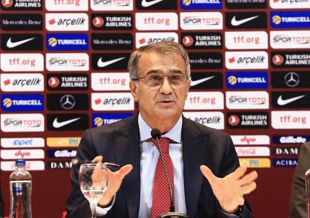 A Milli Futbol Takımı Teknik Direktörü Şenol Güneş, Riva'daki Hasan Doğan Milli Takımlar Kamp ve Eğitim Tesisleri'nde, EURO 2020 Elemeleri süreci ve şampiyonadaki hedeflerine ilişkin basın toplantısı düzenledi.