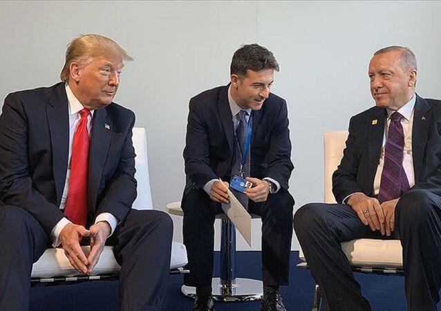 Cumhurbaşkanı Recep Tayyip Erdoğan NATO liderler Zirvesi kapsamında ABD Başkanı Donald Trump'la bir araya geldi.