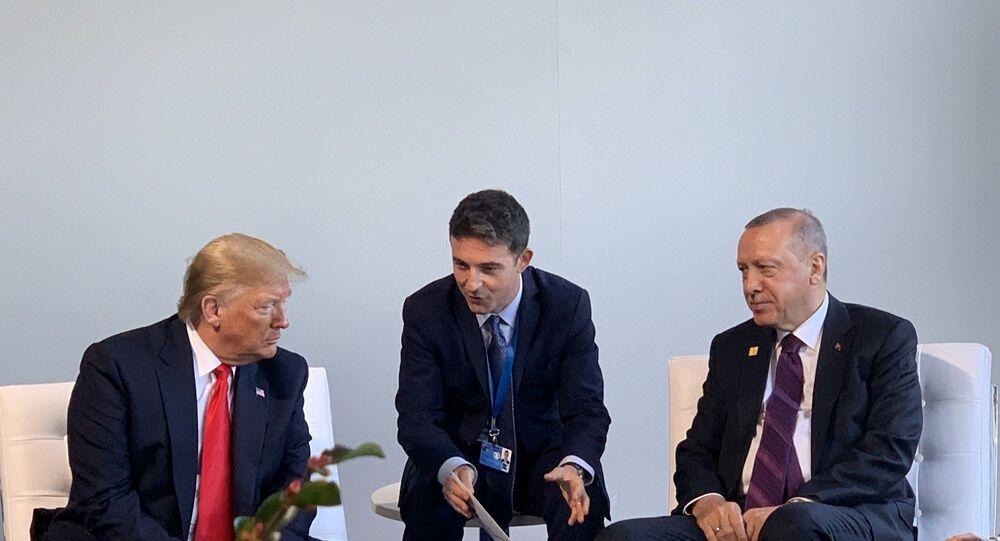 umhurbaşkanı Recep Tayyip Erdoğan, Londra'da NATO İttifakı'nın kuruluşunun 70. yıl dönümü dolayısıyla düzenlenen NATO Liderler Toplantısı kapsamında ABD Başkanı Donald Trump ile bir araya geldi.