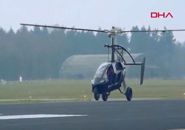 Seri üretime geçilen ilk uçan araba tanıtıldı