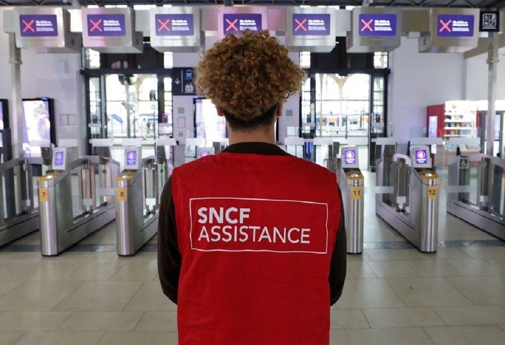 Grev sebebiyle Fransa'da günlük yaşamda aksamalar yaşanıyor.  Eğitim, sağlık, ulaşım bunların en başlıcaları. Garedu Nord tren istasyonu grev sebebiyle bomboş.