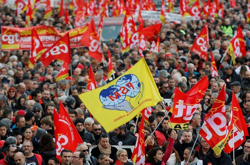 Grev kapsamında düzenlenen protesto gösterilerine katılım yoğun.